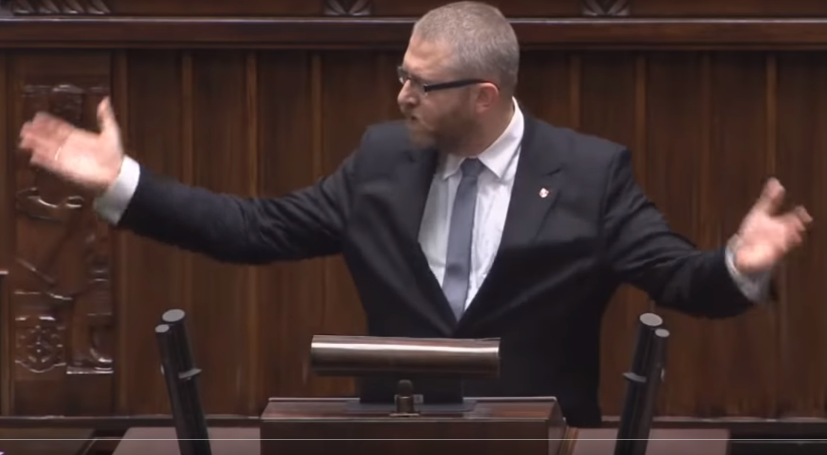 """propolski.pl: Braun ostro o Niedzielskim i Morawieckim: """"Przestępcy, którzy odpowiadają za ruinę polskiej gospodarki"""" [WIDEO]"""