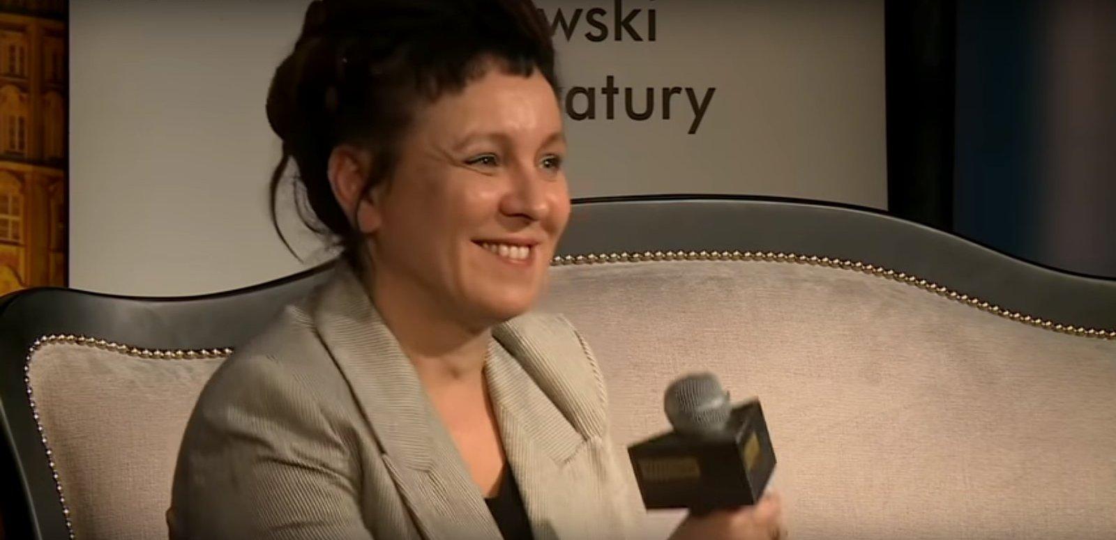 propolski.pl: Internauci wściekli na Tokarczuk za skandaliczne słowa o Polsce. Rozpoczęli akcję #OdeślijOldzeKsiążkę