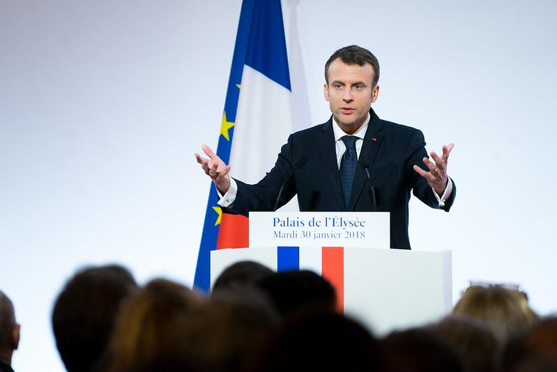propolski.pl: Emmanuel Macron wprowadza godzinę policyjną w związku z pandemią