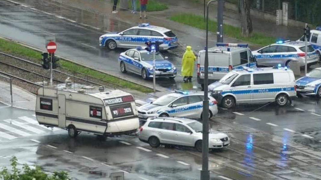 Policyjna blokada niedaleko domu Kaczyńskiego