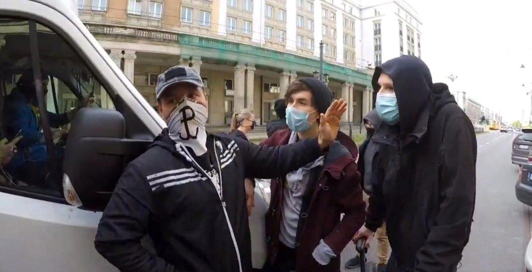 propolski.pl: Aktywiści na czele z Margot atakują ciężarówkę