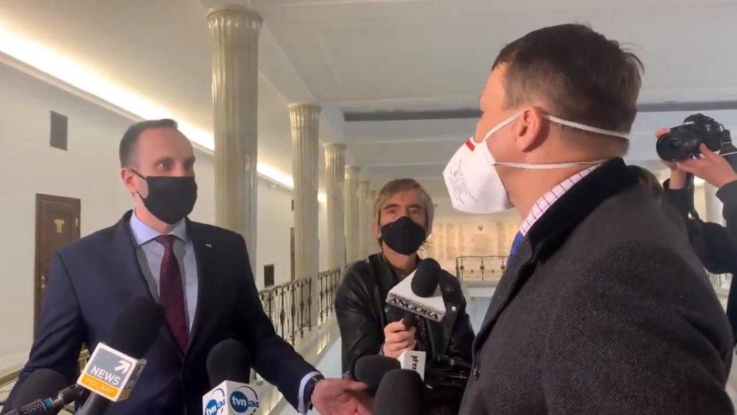 propolski.pl: Kłótnia Sikorskiego i Kowalskiego. Wszystko zarejestrowały kamery