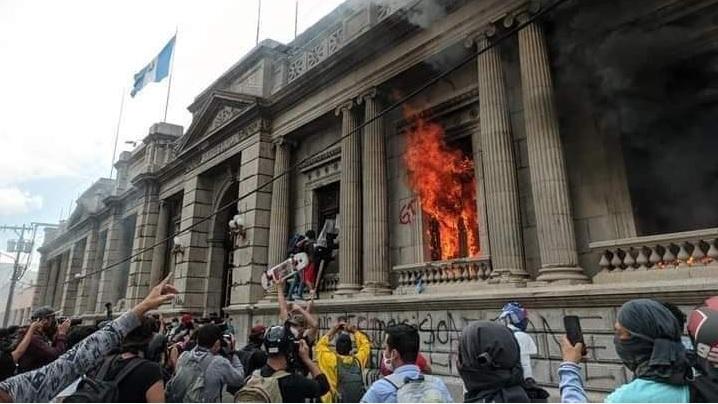 propolski.pl: Podpalono Kongres w Gwatemali