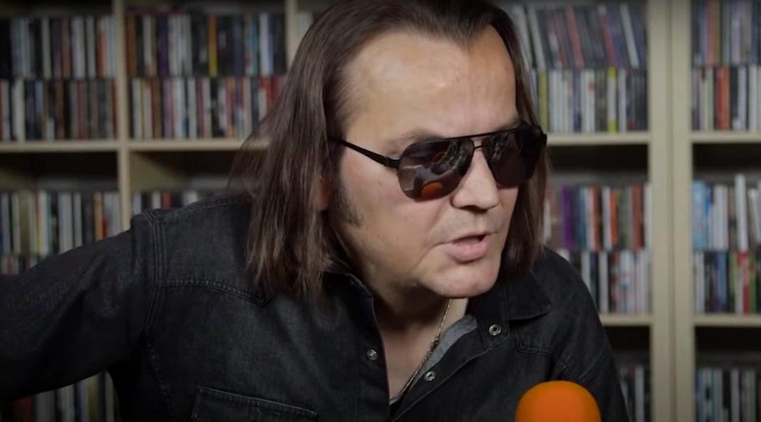 propolski.pl: Lider zespołu Wilki wyprowadził się do Grecji