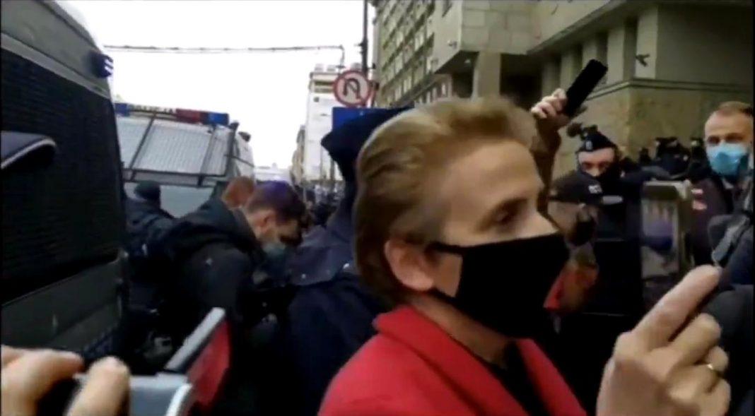 propolski.pl: Scheuring-Wielgus zdradziła dane funkcjonariusza policji