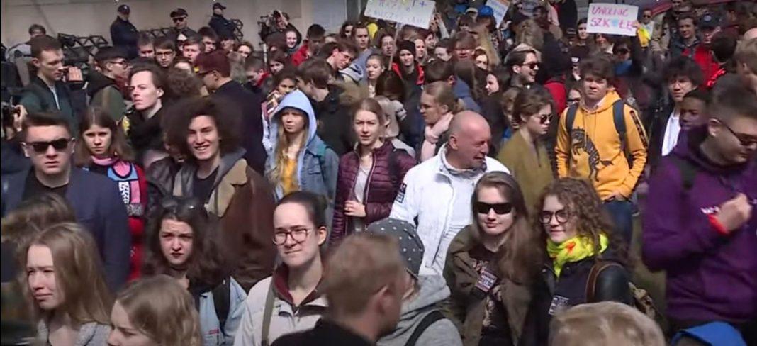 propolski.pl: Młodzież zapowiada strajk przeciwko Czarnkowi