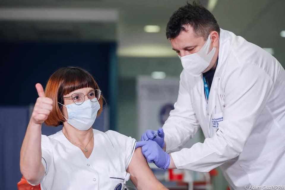 propolski.pl: Zaszczepiono pierwszą osobę przeciwko koronawirusowi