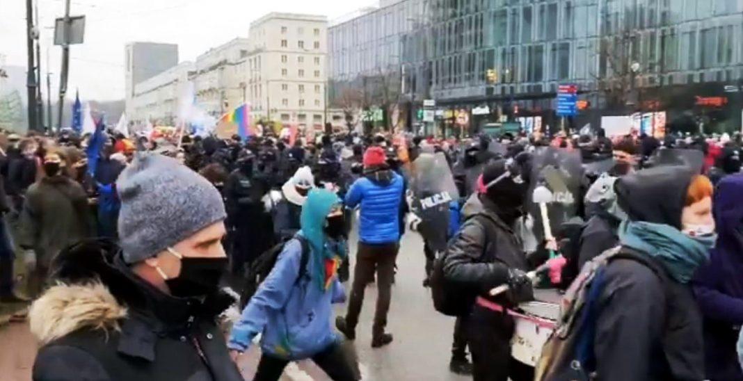 propolski.pl: Strajk Kobiet w Warszawie