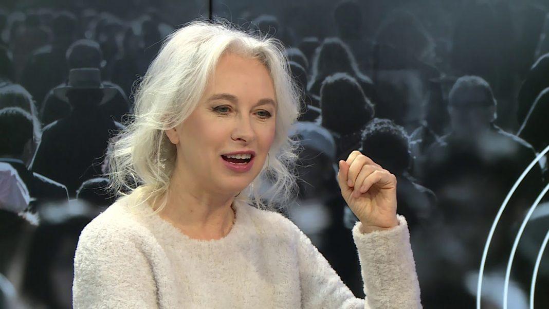 propolski.pl: Manuela Gretkowska tak, jak obiecała wyprowadziła się z Polski