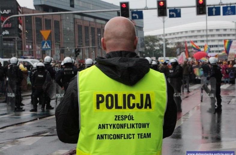 propolski.pl: Policjant komentuje pracę swoich kolegów