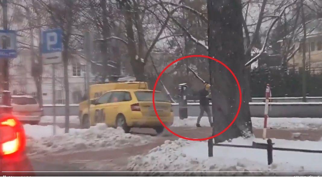 propolski.pl: Reporter RMF FM relacjonował protest dziennikarzy. Kierowca przyłapał go na kłamstwie: