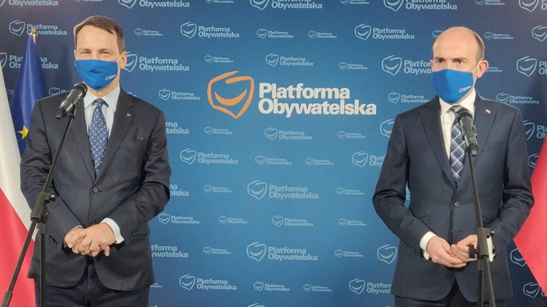 propolski.pl: Sikorski i Budka krytykują PiS za nieudane relacje z USA