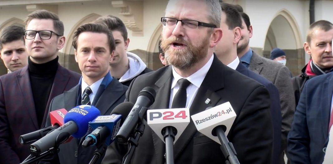propolski.pl: Grzegorz Braun apeluje do rządzących, by oprzytomnieli
