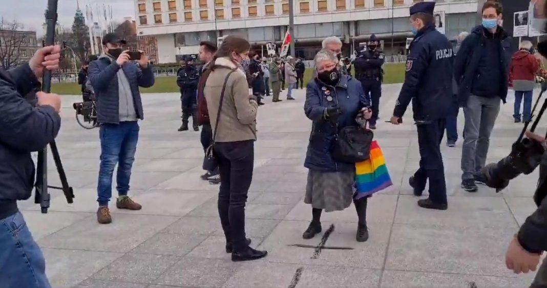 propolski.pl: Szczurek i babcia Kasia na obchodach Katastrofy Smoleńskiej