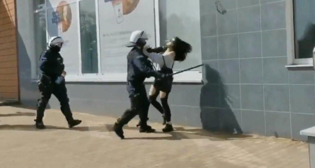 propolski.pl: Policjant użył pałki wobec protestującej
