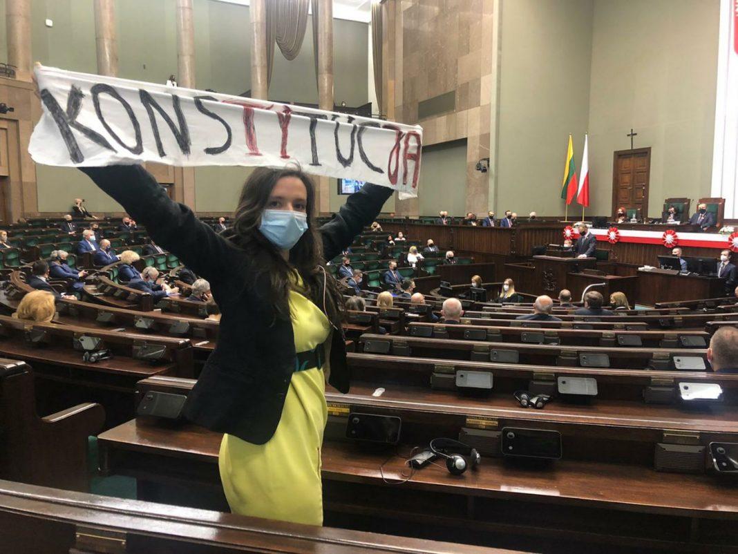 propolski.pl: Klaudia Jachira wyciągnęła transparent w Sejmie