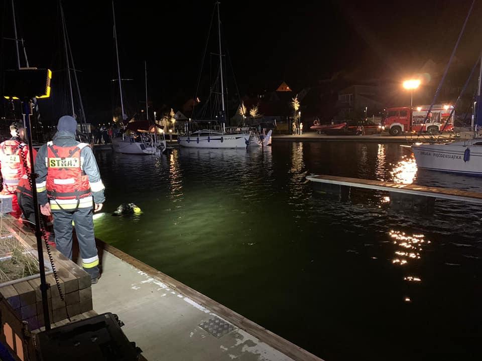 propolski.pl: Mężczyzna wjechał autem do jeziora