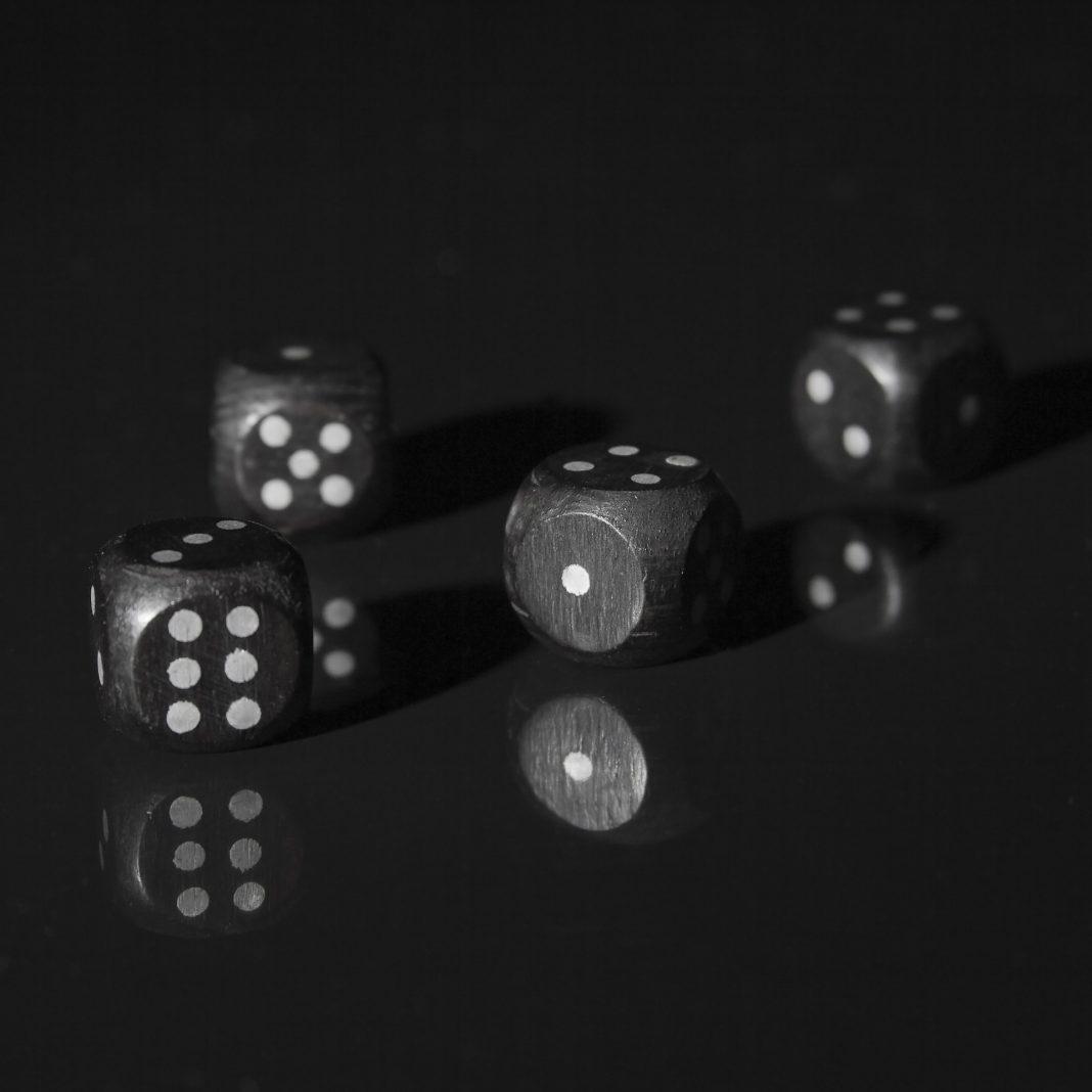 propolski.pl: Niemiecki wydawca gier planszowych zamierza zrezygnować z czarnych kostek do gry: