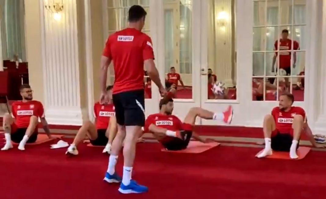 propolski.pl: Może chcesz zobaczyć, jak przed meczem Lewandowski żongluje piłeczką z ziomeczkami [WIDEO]