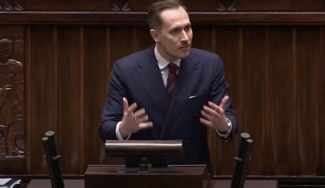 propolski.pl: Konrad Berkowicz ostro o postulacie równych płac